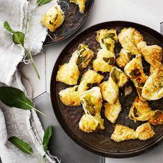 Käytä rusetteihin yli jääneet juustonkannikat.