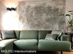 Tadaa!! Nieuwe techniek. Decoratieve muurafwerking!! Hoe vet!! Bij deze een sneak peek van dit vette project. Oh en check onze nieuwe Sasha-bank in een prachtige groene kleur.#sofa#bank#wandafwerking#vintagewall
