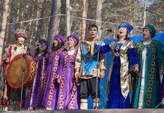 ERGENEKON DESTANINDA ADI GEÇEN DEMİR DAĞ'DA (TEMİR TAV'DA) YAŞAYAN ŞOR TÜRKLERİ.. Ergenekon Efsanesinin CoğrafyasındaYaşayan Demirci Türk Halkı Şorlar Andronovo, Güney Sibirya`da, Altaylardan doğan Yenisey ırmağının kıyısında küçük bir köyün adıdır. Meşhur Yenisey kitabeleri ve başka arkeolojik eserler bu köyde bulunmuştur.