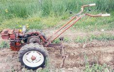 home built garden tractor Antique Tractors, Vintage Tractors, Old Tractors, Lawn Tractors, Lawn And Garden, Garden Tools, Walk Behind Tractor, Garden Tractor Attachments, Homemade Tractor
