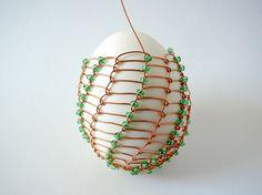 Velikonoční drátovaná vajíčka   Korálky.stoklasa.cz Wire Crafts, Snowflakes, Gardening, Ornaments, Beads, Jewelry, Copper, Eggs, Easter Activities