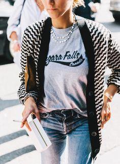 """Le tee-shirt """"touristique"""", ou quand le cheap devient chic (photo Collage Vintage)"""