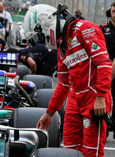 Sebastian Vettel checking out Lewis' Mercedes after the quali 2017 Australian GP