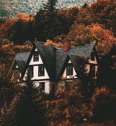 Ideas House Exterior Cozy Dream Homes Future House, My House, House In The Forest, Beautiful Homes, Beautiful Places, Autumn Cozy, Autumn Forest, Forest Rain, Early Autumn
