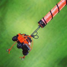 Πασχαλινή λαμπάδα με πορτοκαλί τζιπάκι, ύψους 30cm, για αγόρια #lampades #λαμπαδες #ManolasDeco