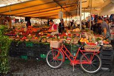 Rome :  Red Bike / Mercato di Campo de' Fiori / Campo de' Fiori market
