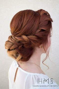 Chic Twisted updo hairstyle - This stunning updos wedding hairstyle for medium length hair is perfect for wedding day,100s wedding hairstyle ideas