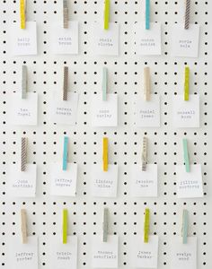 DIY peg board seating chart, courtesy of Brooklyn Bride Online. - love this idea! Might make one similar to organise my pin board.