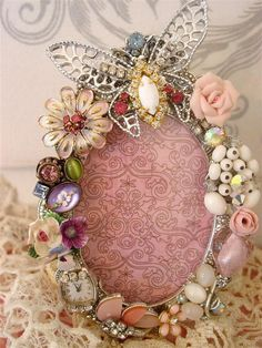 Check the way to make a special photo charms, and add it into your Pandora bracelets. Costume Jewelry Crafts, Vintage Jewelry Crafts, Vintage Jewellery, Jewelry Frames, Jewelry Tree, Cross Jewelry, Heart Jewelry, Jewelry Christmas Tree, Creation Deco
