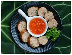 Indonesian Medan Food: Ngohiong (Five Spice Chicken and Prawn Rolls) Indonesian Desserts, Indonesian Cuisine, Indonesian Recipes, Five Spice Chicken, Chicken Spices, Asian Recipes, Healthy Recipes, Easy Recipes, Chicken Egg Rolls