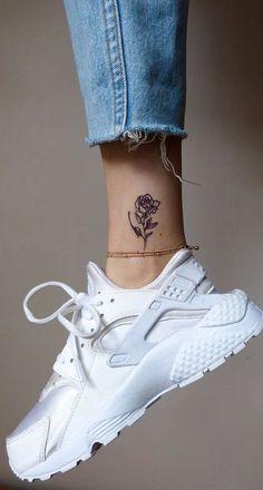 Realistic Small Rose Ankle Tattoo Ideas for Women - Pretty Cute Flower Leg Tat -. Realistic Small Rose Ankle Tattoo Ideas for Women - Pretty Cute Flower Leg Tat - pequeñas ideas de tatuaje de pierna Small Girl Tattoos, Little Tattoos, Trendy Tattoos, Small Rose Tattoos, Small Hand Tattoos, Mini Tattoos, Ankle Tattoos For Women, Tattoos For Women Small, Tattoo Women