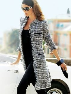 Women's fashion | Black top, skinny pants, grey patterned coat, bracelet, clutch