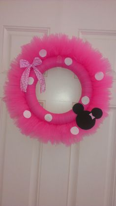 Minnie Mouse wreath by tambergo on Etsy. Easy to make. Cute door decoration for Braelyn's room.