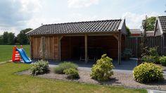 Houten Kapschuur met veranda  op maat.  Eikenhout-larikshout-douglashout.  Vechtdal bouwsytemen BV www.vechtdalbouwsystemen.nl