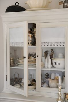 Glass cabinet vignette HWIT BLOGG