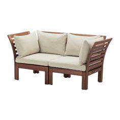 IKEA - ÄPPLARÖ / HÅLLÖ, So2 exterior, , Combina distintas secciones para crear el sofá que se adapte perfectamente en medida y forma a tu espacio al aire libre.El cojín dura más tiempo, porque puedes darle la vuelta y utilizar ambos lados.Es fácil mantener impecable la funda, ya que se quita y lava en la lavadora.Con cojines de distintos colores y medidas puedes personalizar y hacer todavía más cómodo el sofá.Para prolongar la duración y conservar el aspecto natural de la madera, el mueble…