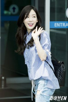Taeyeon DAHNALXVoAAOUqd.jpg (800×1200)