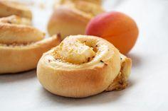 Süss, weich und lecker - mit diesem Rezept stellen Sie ein feines Zvieri her. Aprikosen-Zimtschnecken