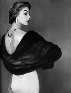 Jean Patchett, 1950s - look at the necklace on her back...