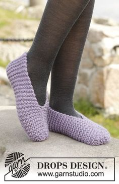 "Knitted DROPS slippers in garter st in ""Eskimo""."
