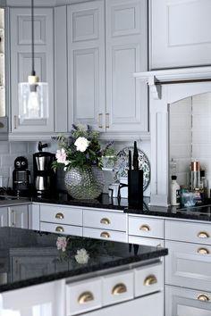 34 Amazing Marble Kitchen Ideas That Give You Luxurious Kitchen ~ Gorgeous House Interior Design Layout, Interior Design Kitchen, Luxury Kitchens, Home Kitchens, New Kitchen, Kitchen Decor, Kitchen Ideas, Beautiful Kitchens, Interior Design Living Room