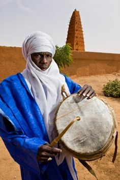 Tuareg. The drummer of the Sultan of Agadez. Photographer Alberto Arzoz