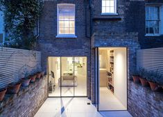 Chelsea Town House is a residence created by Moxon Architects and located in Chelsea, London, England. The home has a charming brick facade and an interior Foyers, Residential Architecture, Interior Architecture, Unique Architecture, Interior Exterior, Interior Design, Brick Facade, Brick Wall, House Extensions