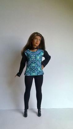 Curvy Barbie Shirt in Blau /Grün gemustert aus Jersey von Schaurein auf Etsy