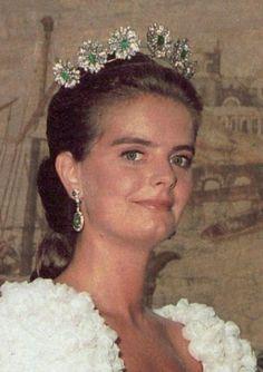 Tiara of Emerald & Diamond Daisies, Bavaria (emeralds, diamonds). Owned by the Spanish branch of the Bavarian royal family. Mirta Marquez de Baviera, hija del Marques de Castro y su tiara de esmeraldas , en el dia de su Boda.