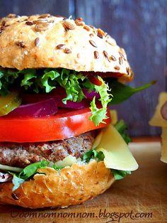 Ooomnomnomnom !: Domowy fast food, czyli pyszne i soczyste domowe hamburgery / burgery