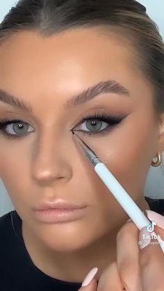 Natural Makeup For Brown Eyes, Natural Glam Makeup, Makeup Looks For Brown Eyes, Smokey Eye For Brown Eyes, Simple Smokey Eye, Natural Smokey Eye, Skin Makeup, Makeup Art, Makeup Stuff