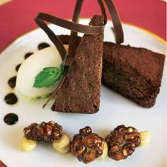 'Brownie' con salsa de chocolate #cuisine #recipes