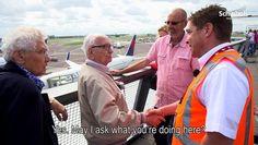 Un grand-père fan d'avion assiste un moment unique Airbus A380... -   #AirbusA380, #GrandPère, #GrandPèreFan, #GrandPèreFanDAvion -http://www.newstube.fr/un-grand-pere-fan-davion-assiste-un-moment-unique-airbus-a380/