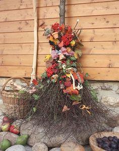 Originalvyrobky Fall Yard Decor, Samhain, Decoration, Garden Design, Christmas Wreaths, Floral Wreath, Autumn, Halloween, Holiday Decor