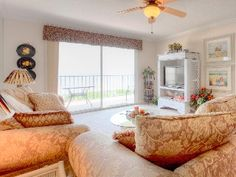 Windjammer 214 Luxury Beach Front, Elevator, Pool, St Augustine Beach