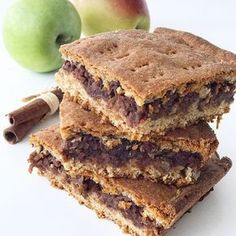 Vegan Peanut Butter Banana Brownies, a delicious made from scratch vegan ooey-gooey brownie that is loaded with peanut butter, chocolate, and bananas! Healthy Deserts, Healthy Cake, Healthy Baking, Banana Brownies, No Bake Brownies, Raw Food Recipes, Baking Recipes, Sweet Recipes, Raw Carrot Cakes
