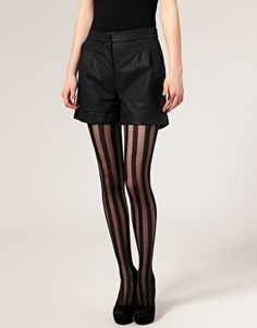 I really really want tights like this, I have a pair with horizontal stripes, but want some vertical ones :D
