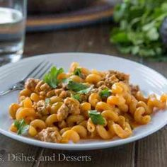 Enchilada Pasta Skillet is a homemade version of Hamburger Helper with a Mexican twist! Goulash Recipes, Beef Recipes, Chicken Recipes, Cooking Recipes, Ramen Recipes, Easy Cheap Dinner Recipes, Easy Pasta Recipes, Enchiladas, Sour Cream