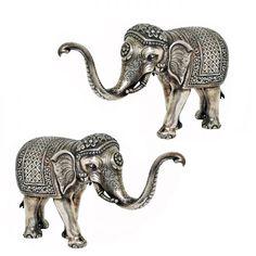 Par de elefantes em prata batida, repuxada e cinzelada...