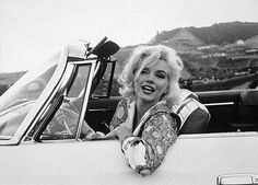 Marilyn in her 1962 Chrysler 300H convertible...she looks so happy here