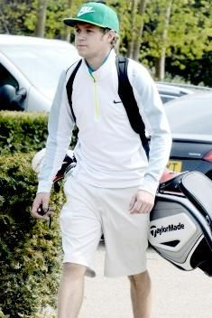 Niall Horan wearing Nike Therma Fit Engineered Half Zip Golf Top, Taylormade Tour Stand Golf Bag and Nike Flyknit Chukka Golf Shoes