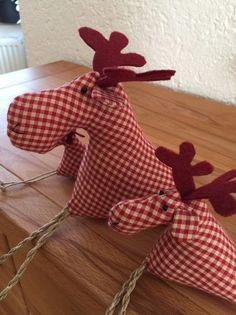 From Westfalenstoffe, firewood, stuffed with flock . Diy Christmas Activities, Christmas Crafts Sewing, Homemade Christmas Decorations, Christmas Projects, Christmas Moose, Why Christmas, Christmas Ornaments, Diy Weihnachten, Diy And Crafts