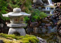 Japanilaisten puutarhojen luontoa kunnioittava ilme sopii suomalaiseen henkeen. Katso Viherpihan vinkit ja toteuta japanilaistyylinen puutarha itse!