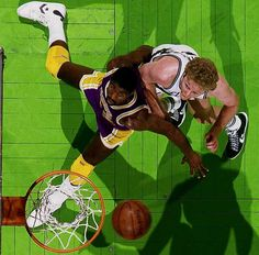 Magic Johnson And Larry Bird Battle Under The Boards Lakers Celtics, Boston Celtics, Basketball Legends, Sports Basketball, Sports Teams, Magic Johnson, Larry Bird, All Star, Daily Fantasy