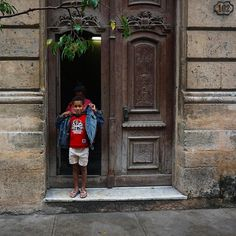 #cuba #havana #america #travel #color #people #architecture #old #city #streetphotographer #streetphotography #kids