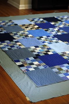 Simple quilt as you go technique There are many clever tutorials on how to assemble and finish quilt-as-you-go blocks. This is the simple, no-fuss approach to quilt-as-you-go that may have less finesse, but Diy Quilt, Colchas Quilt, Scrappy Quilts, Quilt Blocks, Denim Quilts, Denim Quilt Patterns, Patchwork Quilting, Bag Patterns, Patch Quilt
