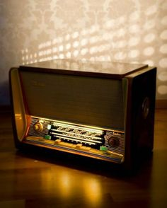 Latvia (Латвия) radio & record player Made by VEF factory in Riga Radios, Le Radio, Radio Record Player, Old Technology, Modern Tech, Old Time Radio, Transistor Radio, Atomic Age, Vintage Tv