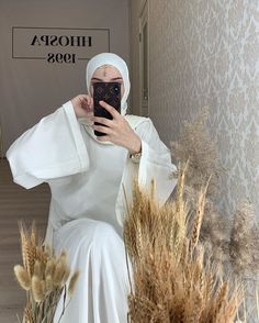 Niqab, Estilo Abaya, Arab Fashion, Womens Fashion, Cute Girl Photo, Girl Photos, Muslim, Cute Girls, Fashion Outfits