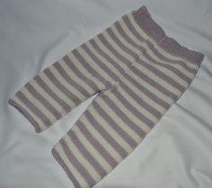 Leggins strikket i Baby Cashmerino Opskriften er nu oversat til Dansk, og leveres sammen med bogen Baby Cashmerino 6 Her er bukserne strikket i ecru og pale lilach