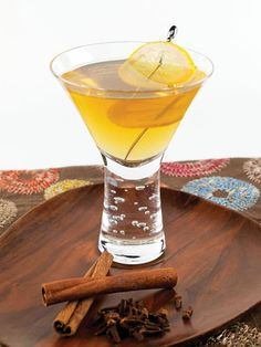 Hot Toddie Martini 2 oz cinnamon schnapps 2 oz coffee liqueur Shake all the ingredients in a shaker with ice, then strain into a chilled martini glass. Martini Recipes, Cocktail Recipes, Non Alcoholic Drinks To Make, Cocktail Drinks, Cocktails, Hot Toddy, No Cook Meals, Beverages, Cocktail